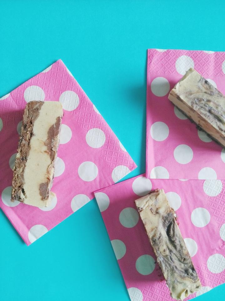 Raw Caramel Brownie CheesecakeBars